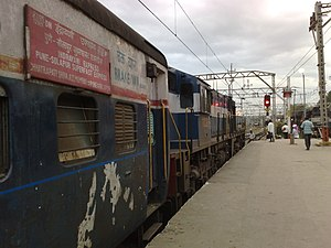 22106 Indrayani Express at Pune Junction.jpg