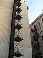 39 Balança romana, de Jannis Kounellis, c. Andrea Dòria.jpg