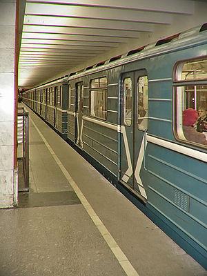 81-717-714 Series train, Side View.jpg