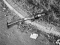 Achtergelaten zelfgefabriceerd machinepistool zonder magazijn, Bestanddeelnr 7265.jpg