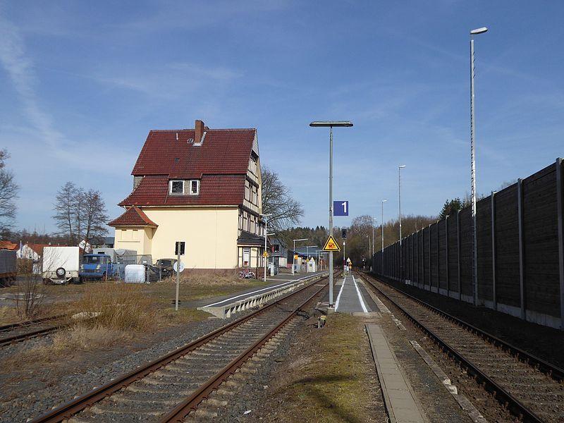 File:Adelebsen Bahnhof 1.jpg