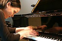Agnes Krumwiede am Klavier 2009.jpg