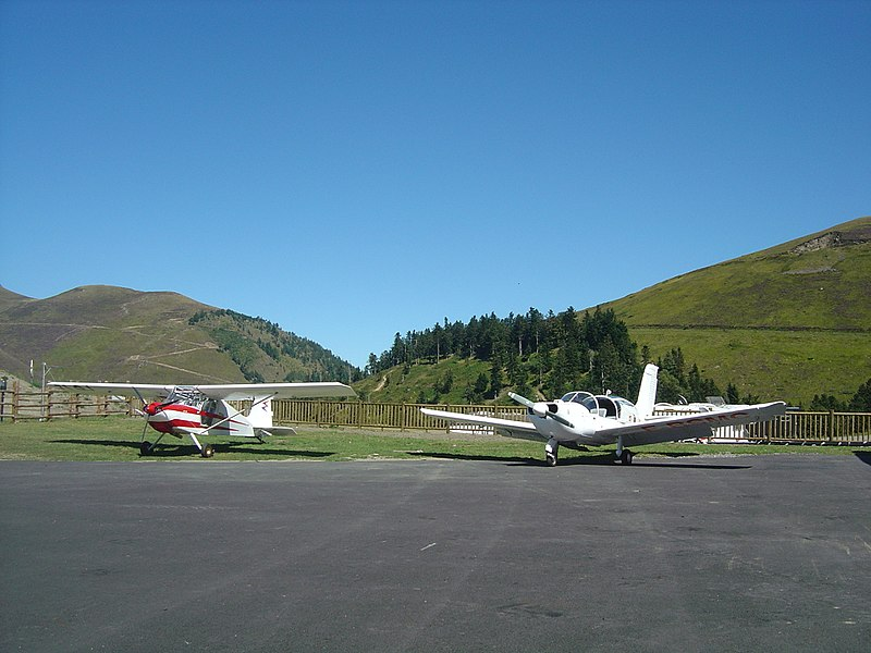 Fichier:Airplanes- altiport 007- Peyresourde Balestas.jpg