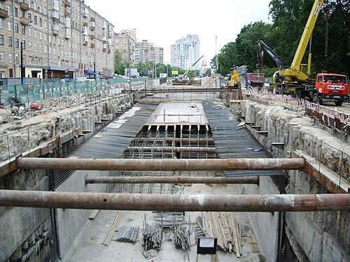 Строительство тоннеля на улице