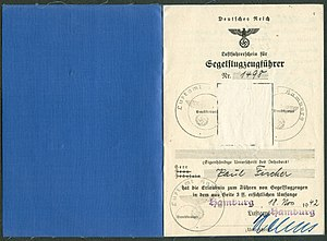 Amtsdokument Paul Fischer 1942-11-18 Hauptmann Deutsches Reich Luftfahrerschein für Segelflugzeugführer Seite 02 und 03 Ausweis Nr. 1498 Luftamt Hamburg.jpg