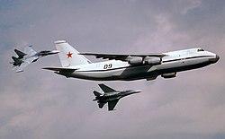 An-124 (12685109543).jpg