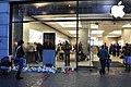 Apple Store Bahnhofstrasse Zürich nach Steve Job's Tod 2011-10-07 18-18-56.jpg