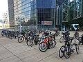Arceaux vélo pleins devant la tour Total, La Défense .jpg