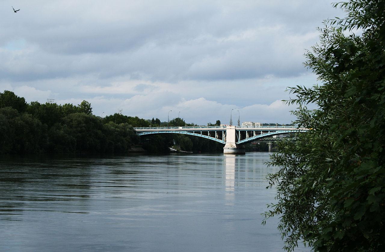 Le pont d'Argenteuil sur la Seine.