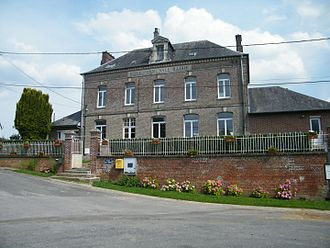 Arquèves - The town hall and school of Arquèves