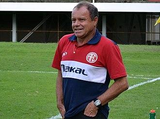 Arturzinho - Arturzinho acting as coach America in 2015