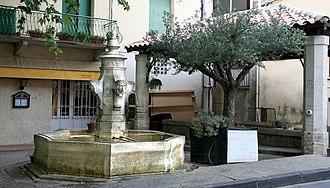 Aubignan - Fountain and old wash house