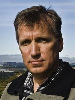 Author james rollins 2008 (cropped).jpg