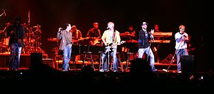 I Backstreet Boys durante un'esibizione dal vivo