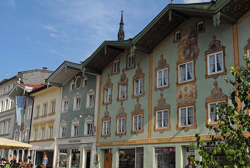 File:Bad Tölz Marktstrasse Lüftlmalerei.jpg