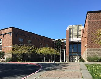 Ballard High School (Seattle) - Image: Ballard HS 02 entry
