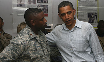 English: Sen. Barack Obama (D-Ill.) speaks wit...