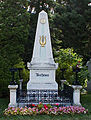 Beethoven Grave rotcrop.jpg