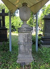 Grabdenkmal von Ferdinand Fleck in Berlin-Kreuzberg (Quelle: Wikimedia)