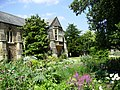 Bishops Palace, Wells. - panoramio.jpg
