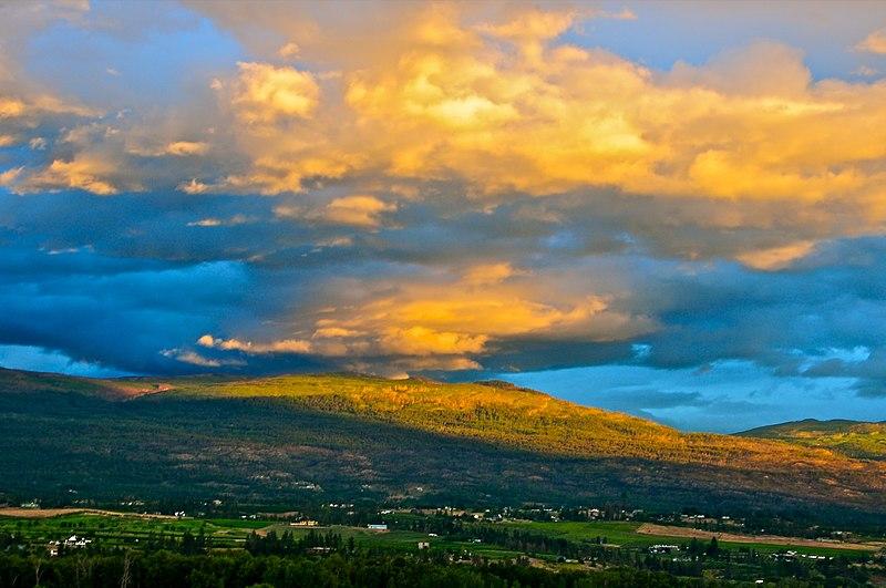 File:Black Mountain - Kelowna - panoramio.jpg