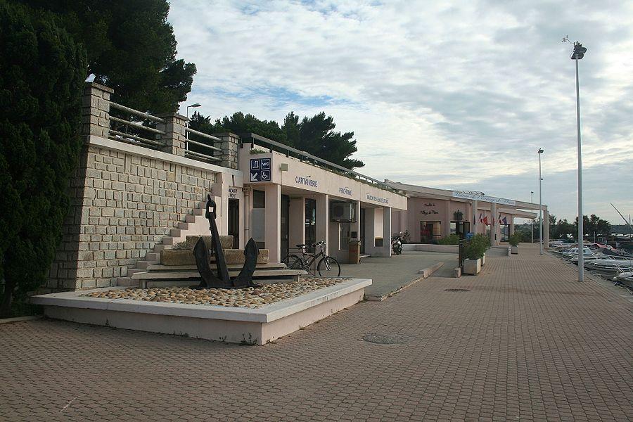 Bouzigues (Hérault) - capitainerie et musée de l'Étang de Thau.
