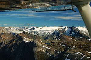 Cariboo Mountains - Braithwaite Icefield, largest in the Cariboo Mountains
