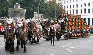 Spaten-Franziskaner-Bräu - Beer carriage at the Oktoberfest folk costume procession in 2006
