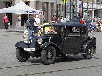 Tatra 57 - Image: Brno, náměstí Svobody XXI. Sraz historických vozidel Vysočina 2014 Tatra 57 obr 1