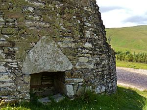 Dun Dornaigil - Doorway with a massive triangular lintel