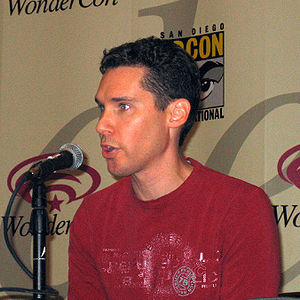 English: Bryan Singer at WonderCon 2006. Itali...