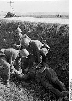 Bundesarchiv Bild 146-1992-021-17, Estland, gefallener PK-Filmberichter.jpg