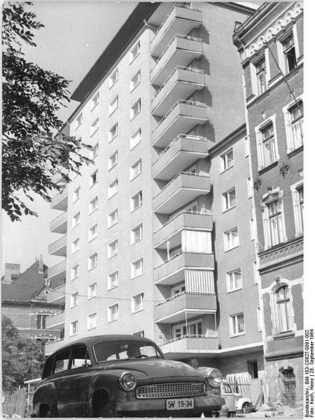 File:Bundesarchiv Bild 183-C0827-0091-002, Leipzig, Karl-Liebknecht-Straße, Wohnhochhaus.jpg