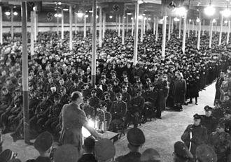 Heim ins Reich - Image: Bundesarchiv Bild 183 J09396, Lodz, Millionster Umsiedler im Wartheland