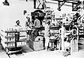 COLLECTIE TROPENMUSEUM Mensen aan het werk met een zoutpers TMnr 10007381.jpg
