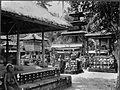 COLLECTIE TROPENMUSEUM Op het binnenterrein van het tempelcomplex Poera Satria Bali TMnr 60008169.jpg
