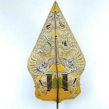 Ekspresi budaya Jawa, seperti wayang dan gamelan sering kali