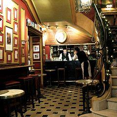 Cafetier au CAFES DE PARIS dans ARTISANAT FRANCAIS 240px-Cafe_Procope_bar