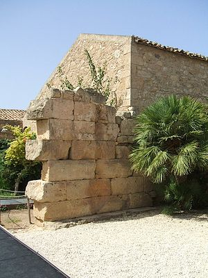 Kamarina, Sicily - Image: Camarina Temple Athena 02