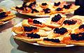 Canapés de salmón y sucedáneo de caviar.jpg