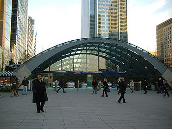 English: canary wharf tube station taken by a ...