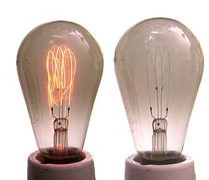 Joseph Swan - Carbon filament lamp (E27 socket, 220 volts, approx. 30 watts, left side: running with 100 volts)