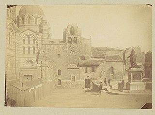 Photographie du parvis de la cathédrale de Marseille en construction