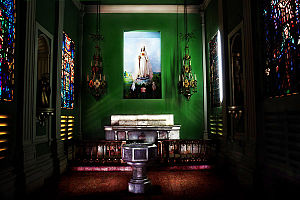 Religion in Nicaragua - The interior of a Catholic church in Nicaragua