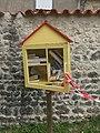 Châteauneuf-sur-Charente (16) - Boîte à livres jardin vert.jpg