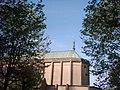 Chevet de la basilique de la trinité, avec l'archange Michel, vue de l'Est (du jardin attenant).jpg