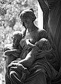 Cimitero di Staglieno, statue of mother and children-img114.jpg