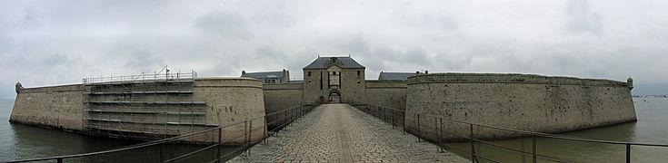Citadelle de Port-Louis (1) - Entrée 2.jpg
