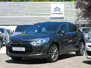 Citroen DS4 THP 160 So Chic 2014 (12782747185).jpg