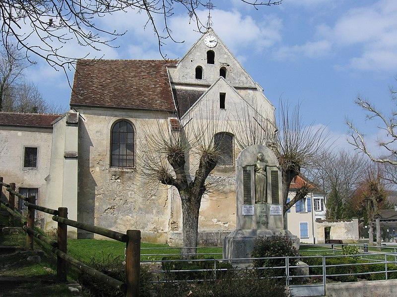 Église Saint-Pons et monument aux morts de Citry. (Seine-et-Marne, région Île-de-France).